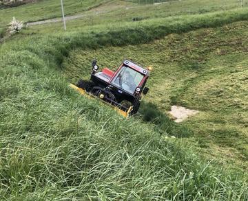 Débroussaillage en terrain difficile